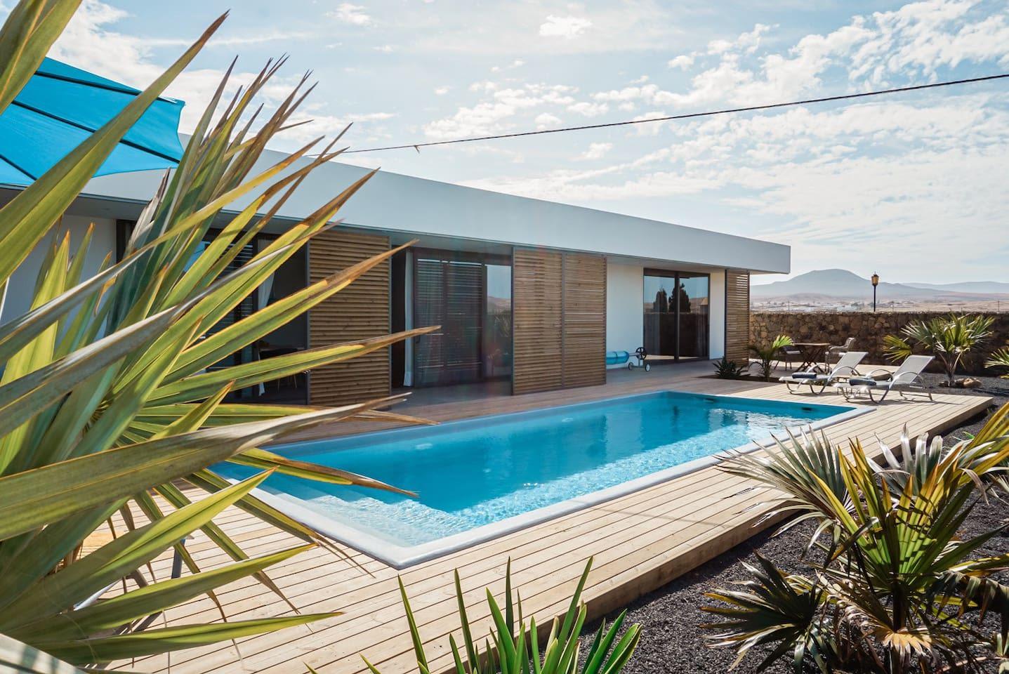 Villa Nerea - modern villa with heated pool!