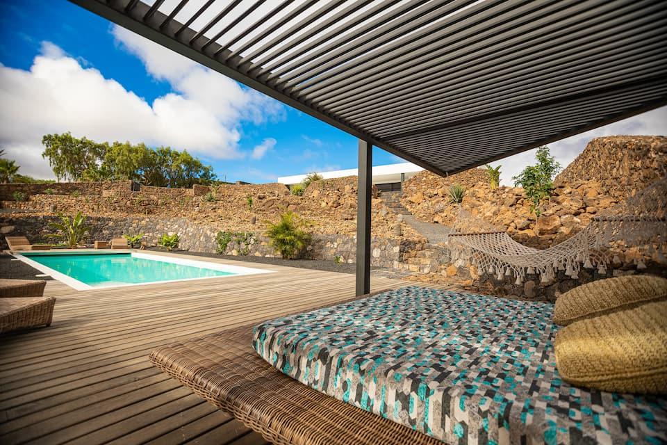 Stunning new house + heated pool