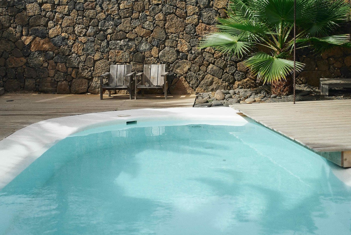 Open studio with pool in Lajares
