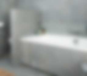 Luxe bad met royale diepte en praktische rand