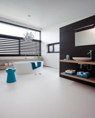 Ruimtelijkheid in een moderne en strakke badkamer