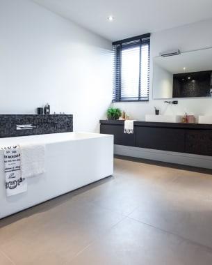 De perfecte balans tussen ruimte en materiaal in je badkamer