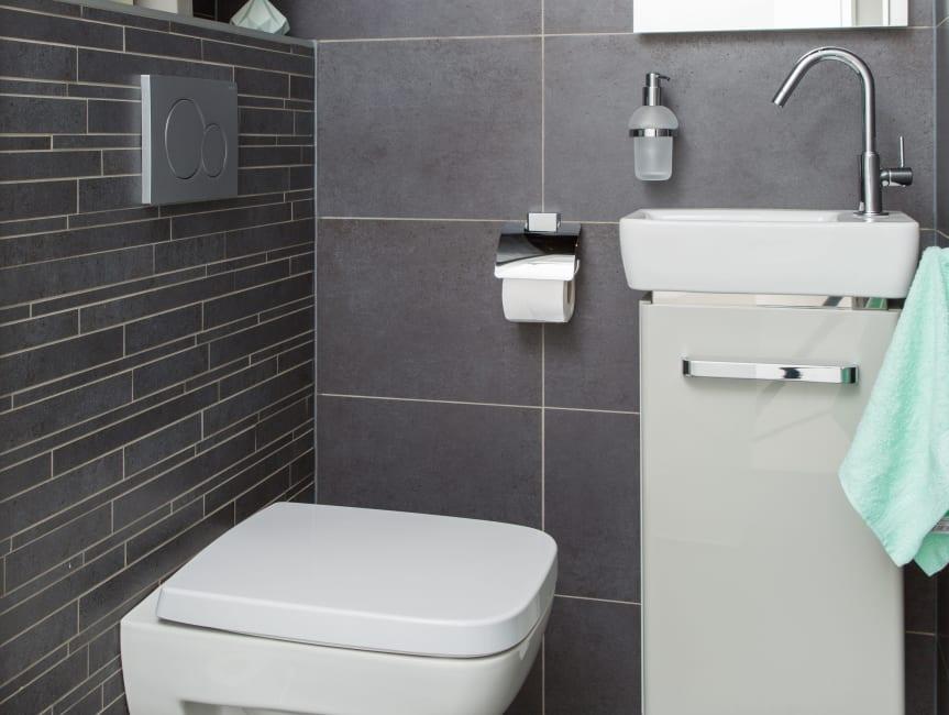 Baderie - modern toilet met een mysterieuze look