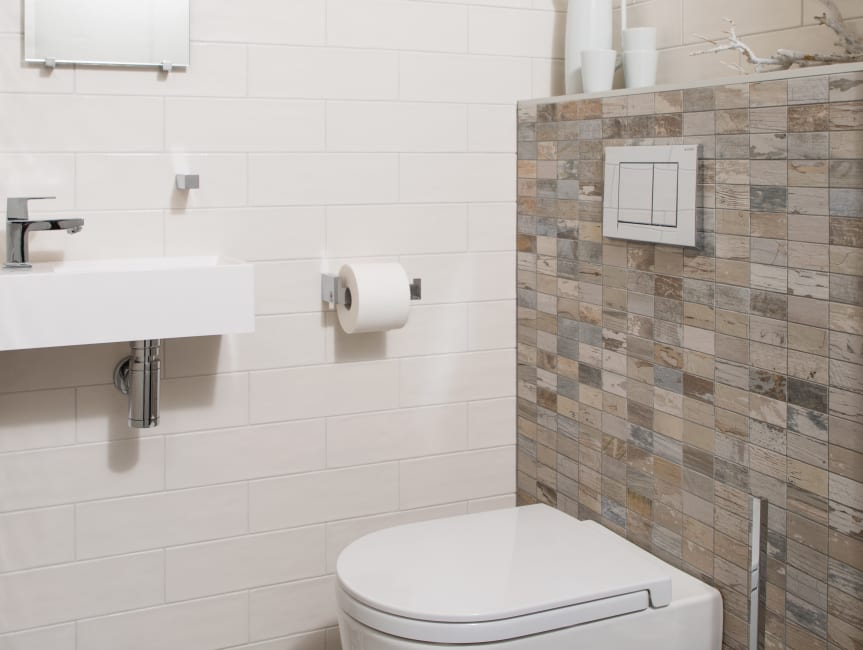 Baderie - Een toilet met een warm natuurlijke sfeer