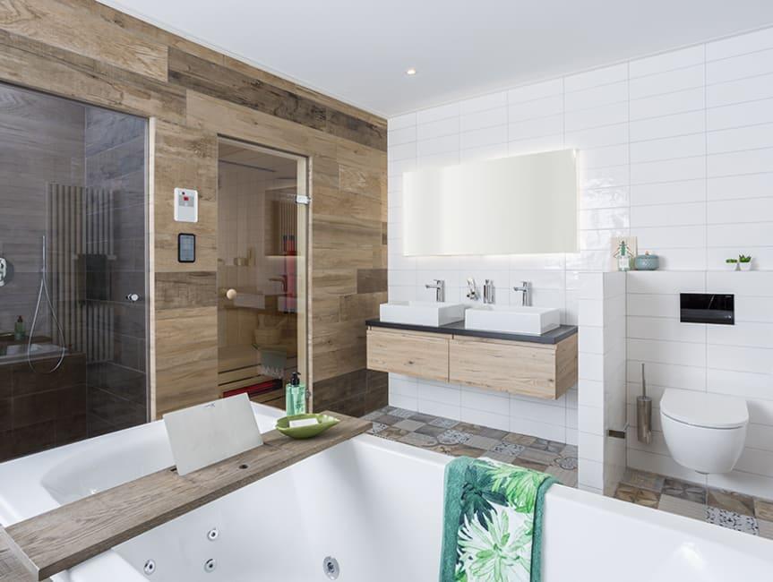 Een badkamer voorzien van alle comfort van een spa