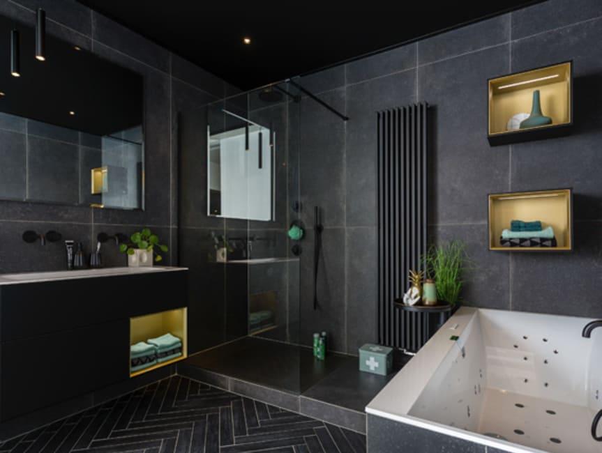 Stoere, zwarte badkamer