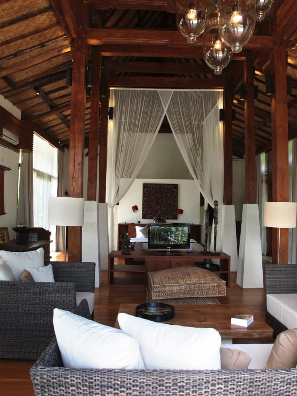 Villa Amy - Master bedroom and living area