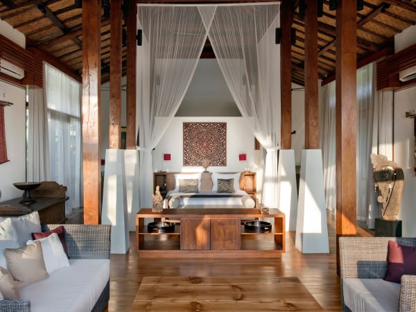 6. Villa Amy - Master bedroom and living area