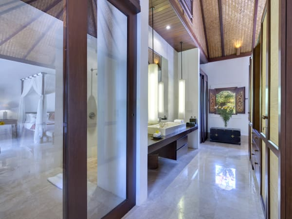 Villa Batujimbar - Longhouse bedroom one ensuite bathroom