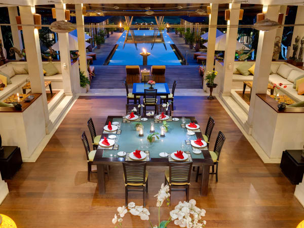 Villa Mandalay - Dinner setting and pool