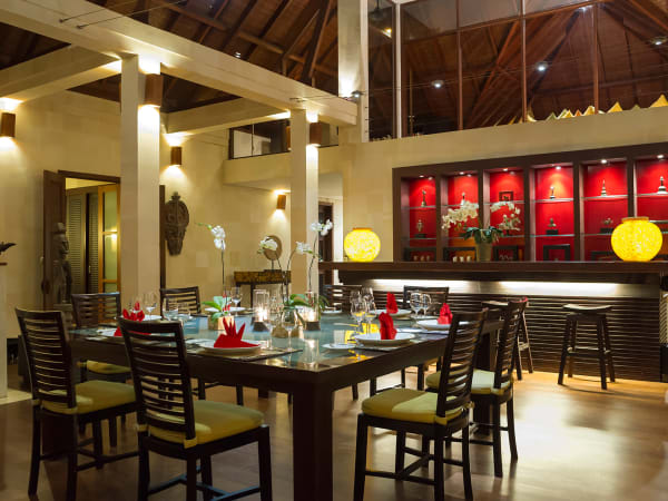 Villa Mandalay - Dining, bar and media room