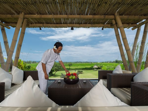 Villa Mandalay - Outdoor dining with a view