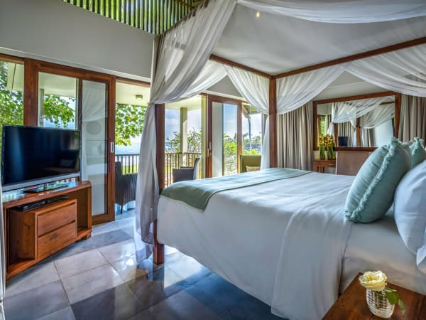 Seseh Beach Villa I - Guest bedroom with a view