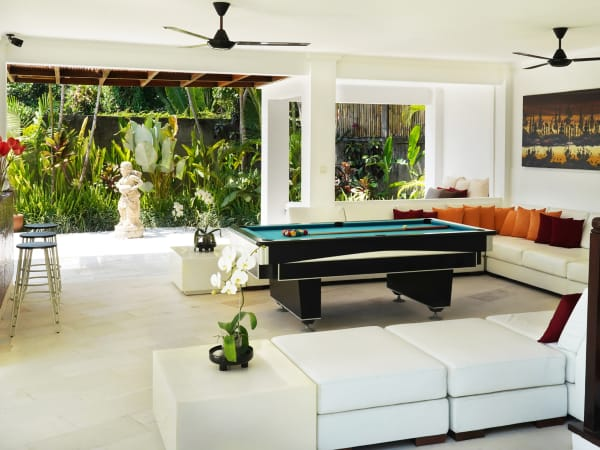 Villa Manis - Enjoy a game of pool
