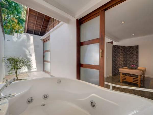 Villa Manis - Spa house spa room bathtub