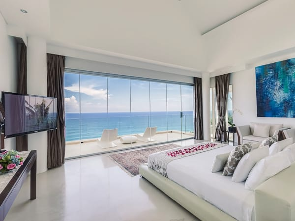 Grand Cliff Front Residence - Bedroom sea view TV