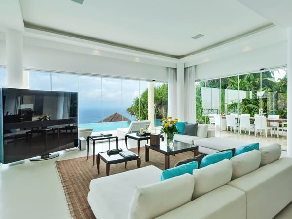 Grand Cliff Front Residence - TV screen