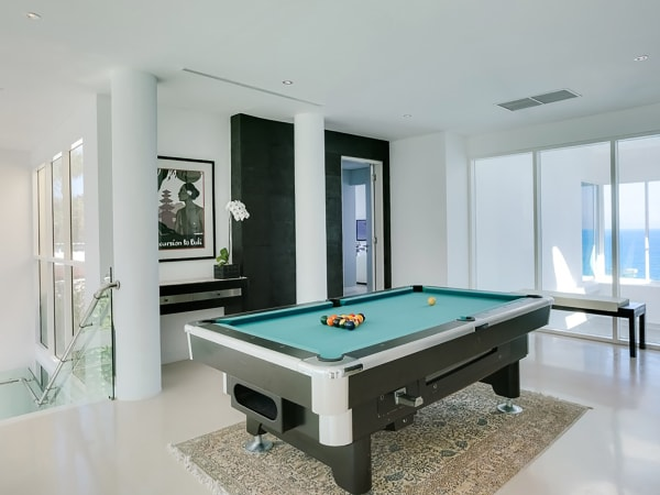 Grand Cliff Front Residence - Billiard table
