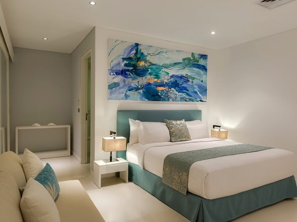 Grand Cliff Front Residence - Blue bedroom