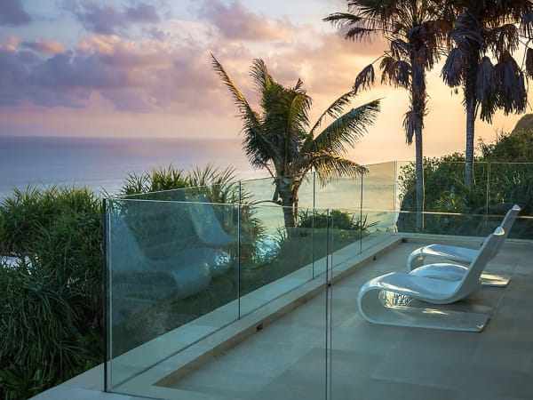 Grand Cliff Front Residence - Palmtree view