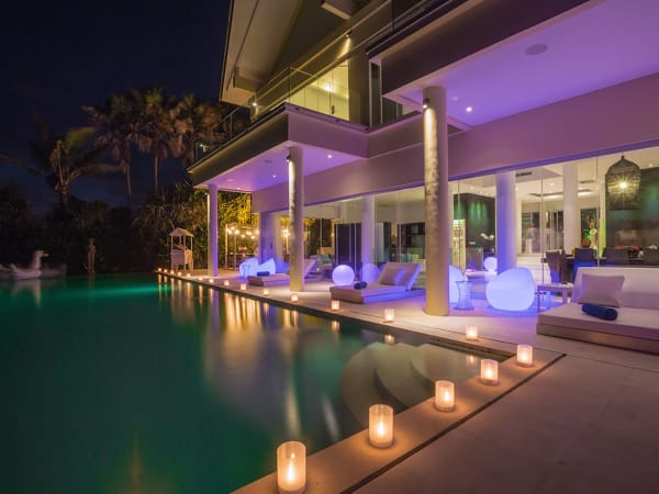 Grand Cliff Front Residence - Pool by night