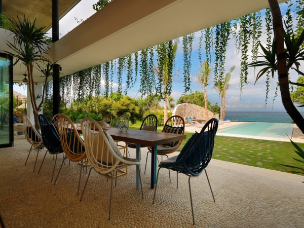 Villa Seascape - Dining table pool outlook