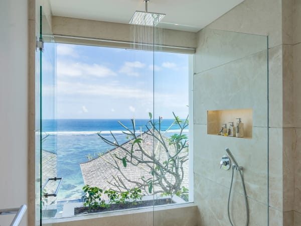 Grand Cliff Nusa Dua - Shower and the view