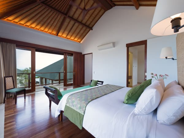 Pandawa Cliff Estate - Villa Marie - Upstairs king bedroom