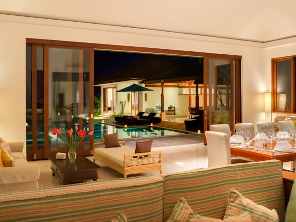 Pandawa Cliff Estate - Villa Marie - Living area with pool view