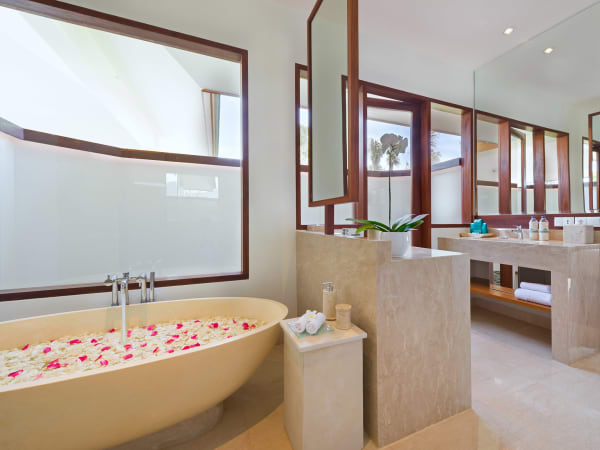 Pandawa Cliff Estate - Villa Rose - Ensuite bathroom three