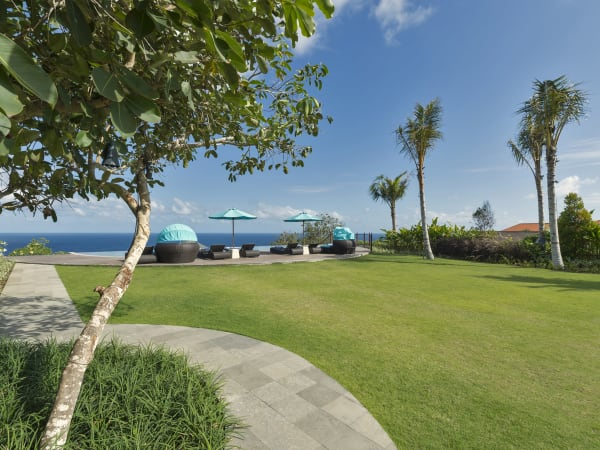 Pandawa Cliff Estate - Villa Rose - Garden and pool