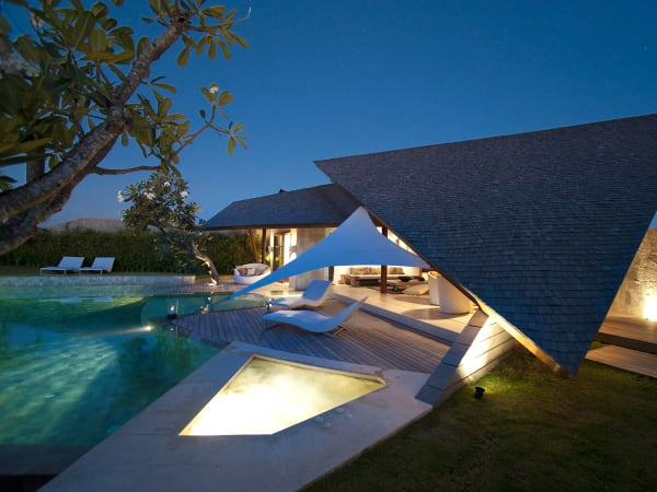 The Layar - 3 bedroom - The villa at night