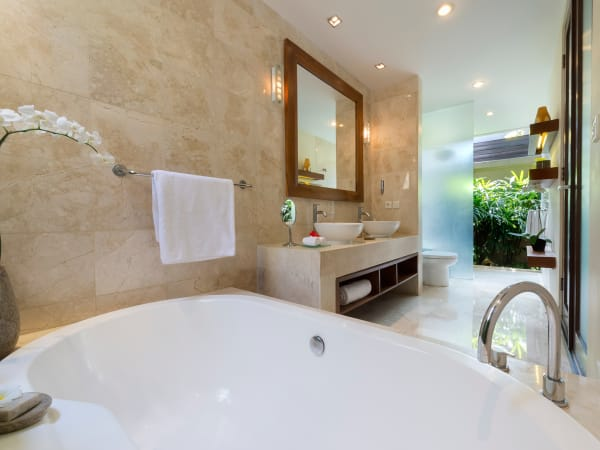 6. Lakshmi Villas - Toba - Ensuite bathroom