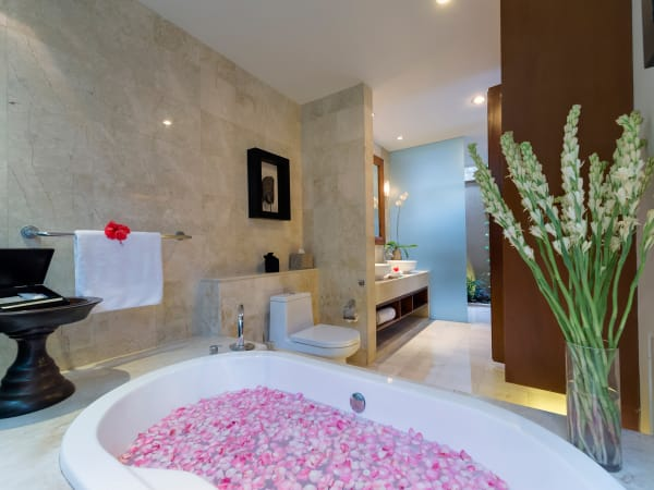 8. Lakshmi Villas - Toba - Flower bath