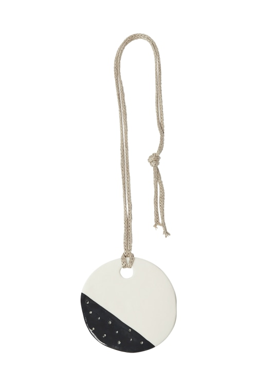 STELLAR DISC NECKLACE