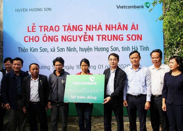 Vietcombank Ủng nhà cho hộ khó khăn