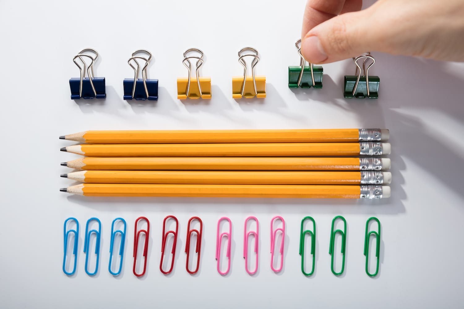 Lining up paper clips
