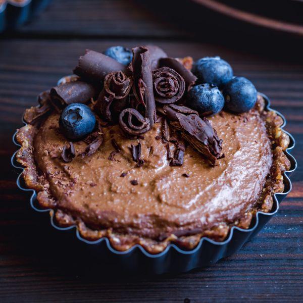 Wegańskie tartaletki z czekoladowymi rurkami