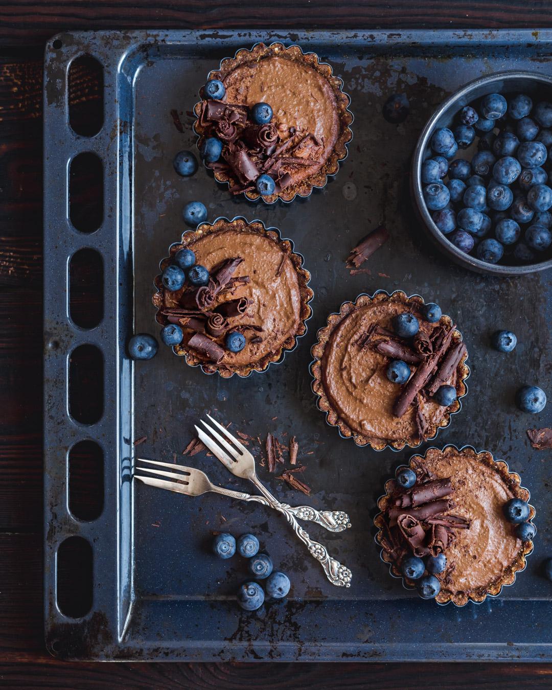 Wegańskie czekoladowe tartaletki bez glutenu i bez pieczenia