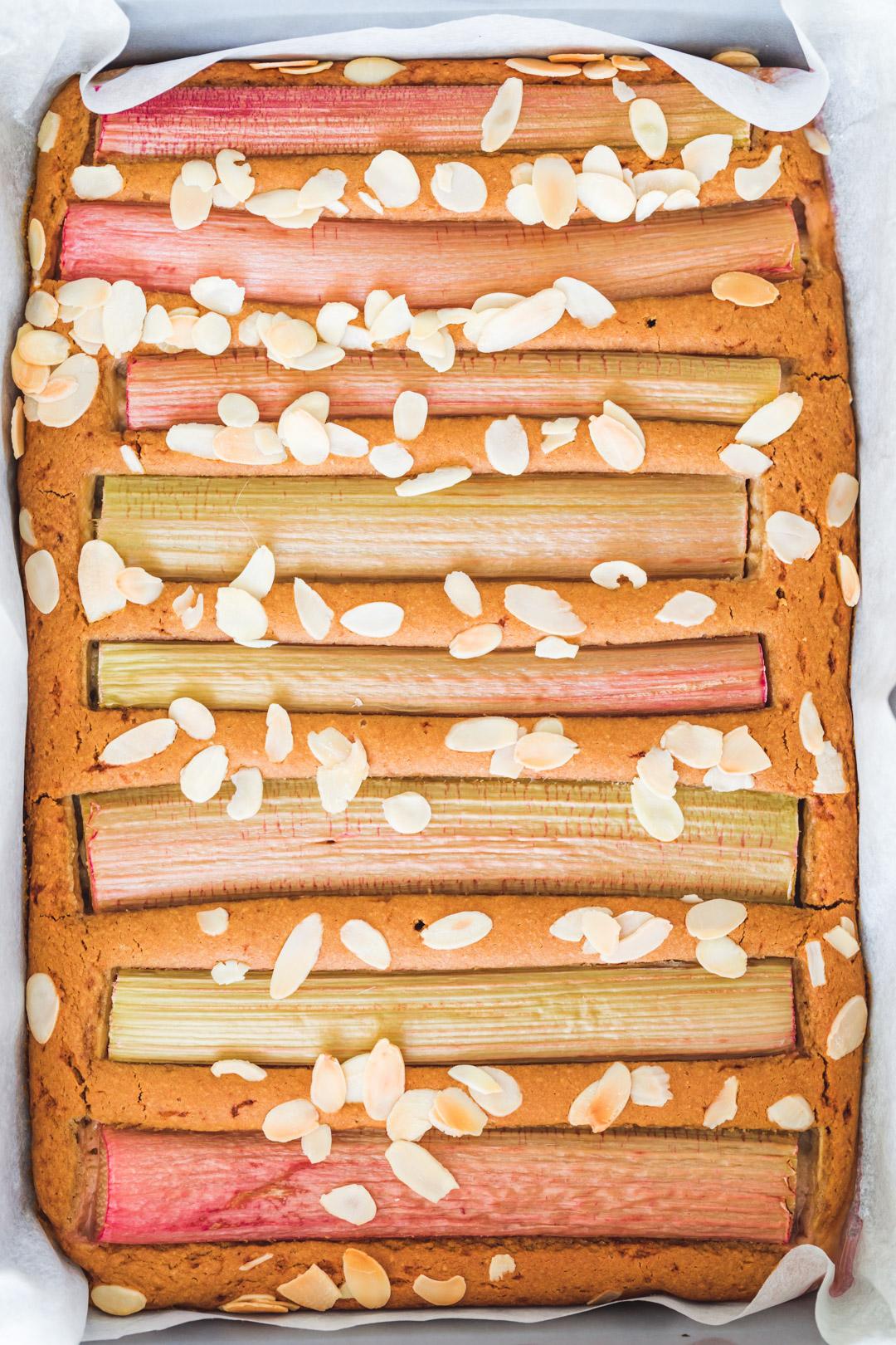 Wegańskie ciasto z rabarbarem