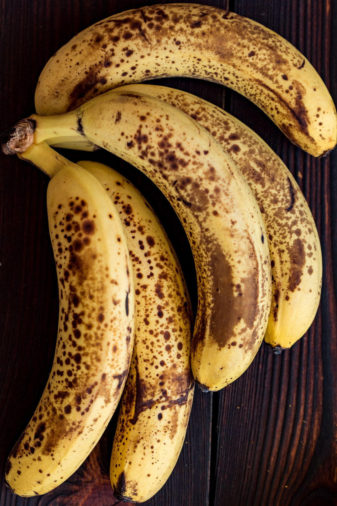 Wegańska tarta z karmelizowanymi bananami