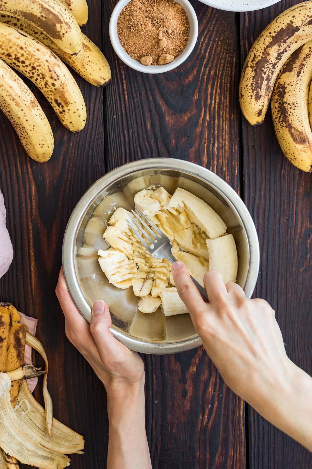 Wegańska bezglutenowa tarta migdałowa z bananami