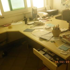 Ítem: Mesa escritorio  MEDIDA ( C x P x H): 2,01 x 0,60 + 0,40 x 0,60 por módulo  Obs: marca Escriba, gaveteiro com chave 2 módulo