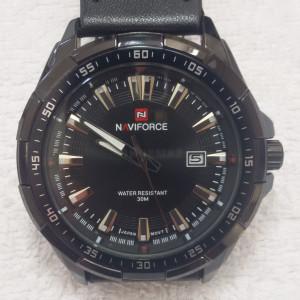 Relógio Naviforce, novo, prova de água , pulseira de couro e datador.