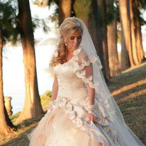 Vestido de Noiva, usado apenas uma vez, confeccionado, exclusivamente, para a noiva, no tam 38, 40, estatura baixa.