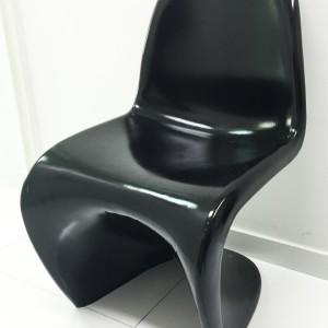 Cadeira PANTON usada - EXCELENTE  estado. Tenho duas - As duas de cor PRETA. (O preço se refere a apenas uma cadeira)