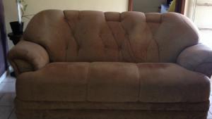 Vendo sofá 3 e 2 lugares #OTIMO estado de conservação # interessados me chamar