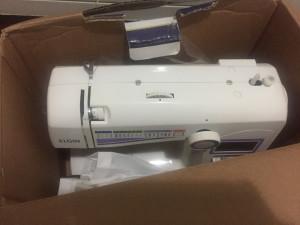 Máquina de costura Elgin Eletrônica, na caixa, NOVA!