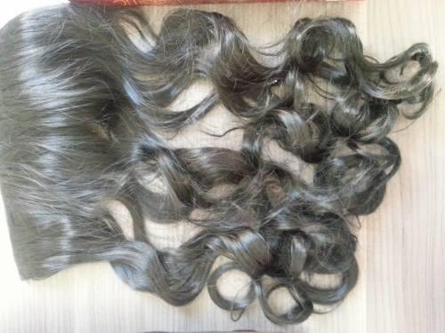 Cabelo Sintético de fibra japonesa igual ao cabelo humano! Não tem brilho exagerado e fica natural. Possui 60 cm e 100g na cor preta.