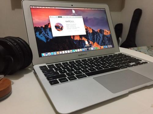 """MacBook Air 11,6"""" Early 2015 8GB de RAM 1600 MHz DDR3 Processador Intel Core i5 1,6 GHz Armazenamento: 128GB SSD"""